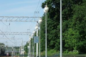 Опоры освещения железнодорожной платформы